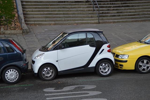 普通自動車の保管場所のみを変更される場合は、警察署へ変更の届出が必要 車庫証明