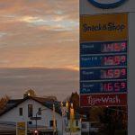 車の給油時に、ガソリンと軽油の入れ間違いを防ぐための見分け方