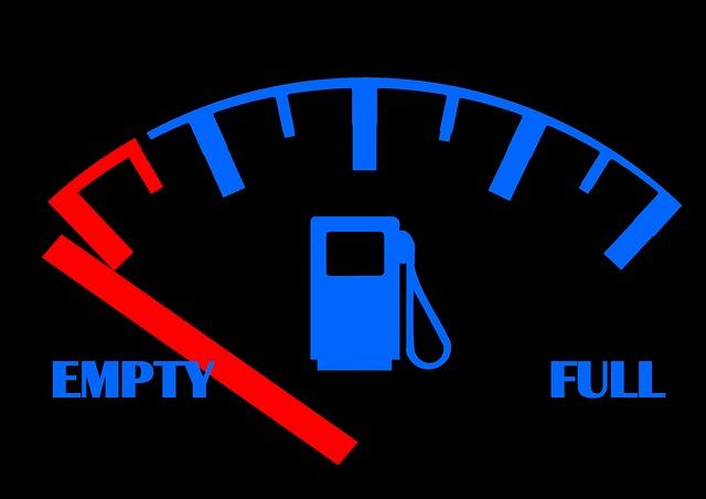 ガソリンスタンドの減少。帰省等のロングドライブではガス欠に注意。