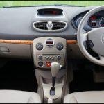 車検証は紛失防止のためいつも車内の決まった場所に備えておこう。
